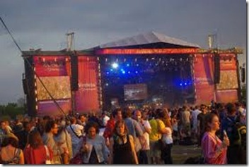 Chagstock_crowd_stage_1a