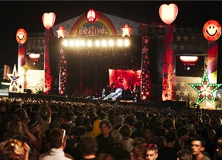 bestival-stage
